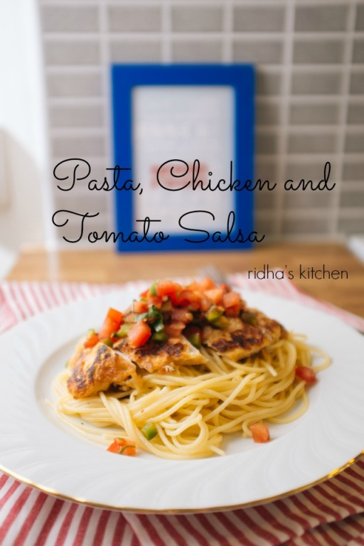 Chicken with pasta and salsa